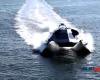 海面を浮遊?1000万ドルのステルスボート『GHOST』が凄い!